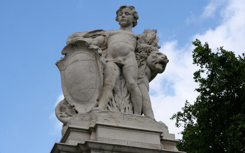 Statuen I (Westafrika, vor dem Buckingham Palace)