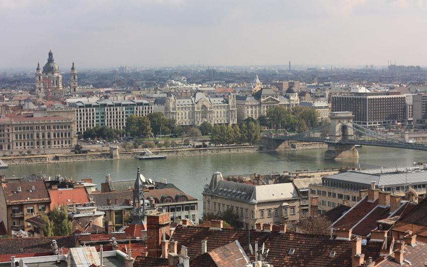 Und mitten durch: Die Donau.
