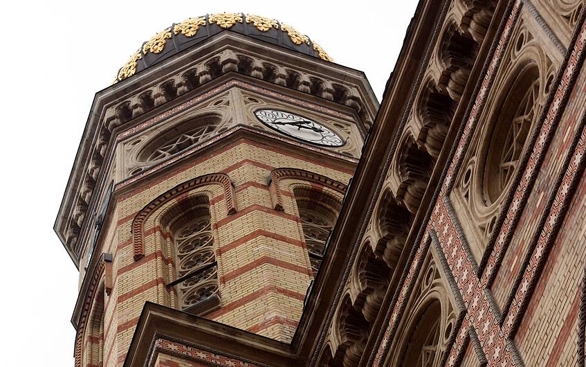 Nur eine Synagoge in New York ist größer.