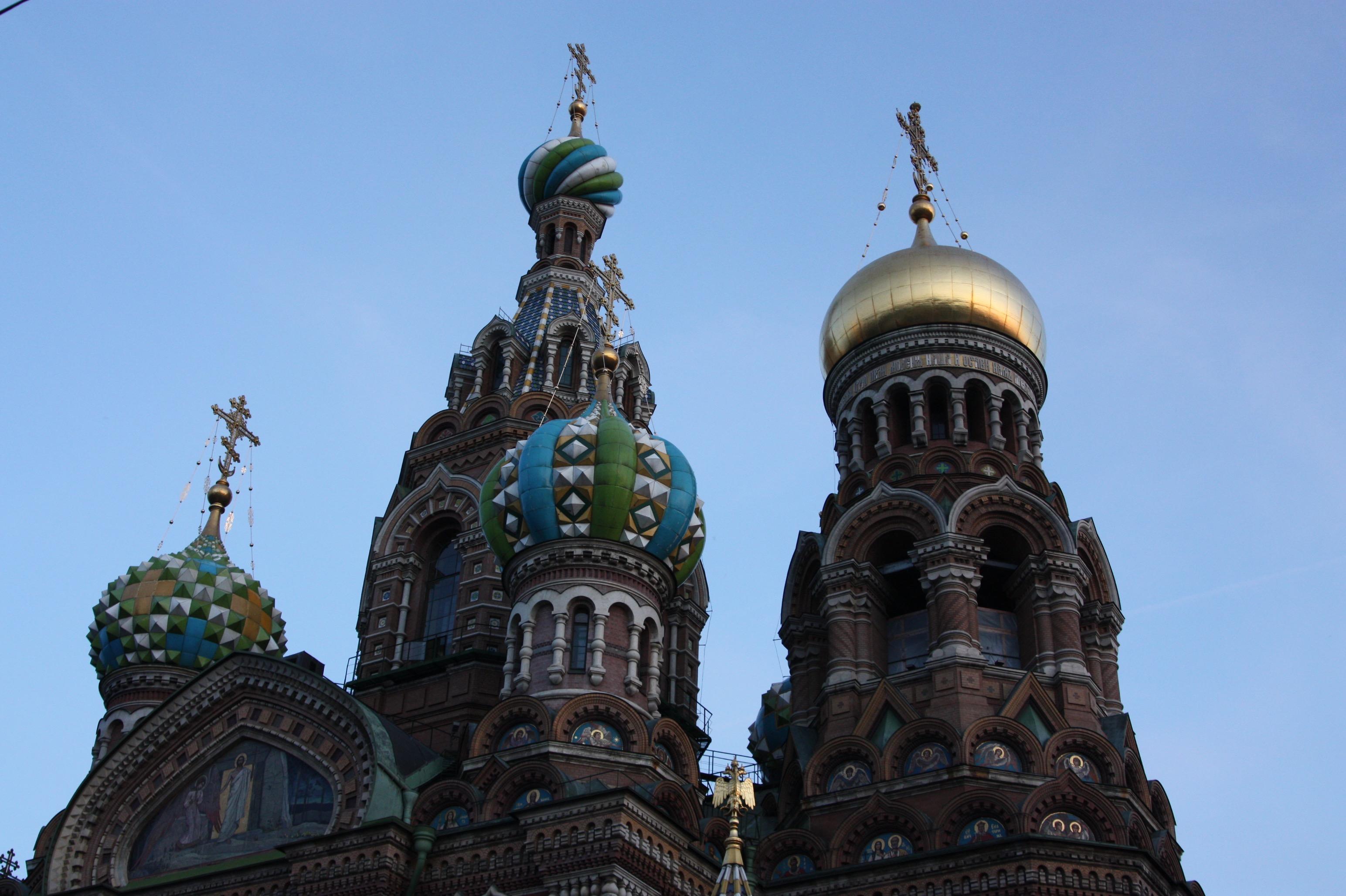 Das Dach der Blutskirche in St. Petersburg.