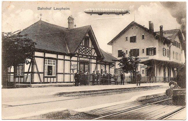 Laupheimer Ansichtskarten: Der Bahnhof Laupheim West mit Zeppelin